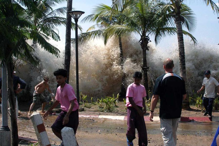 the asian pictures of tsunami