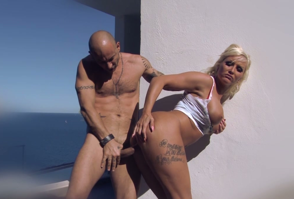 girl her pussy getting blonde pounded