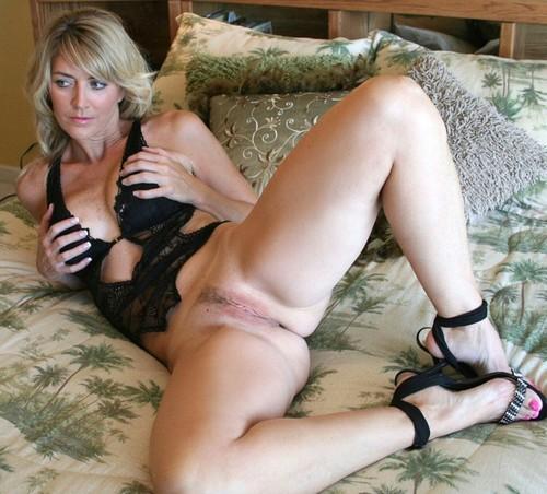 milf spread with legs