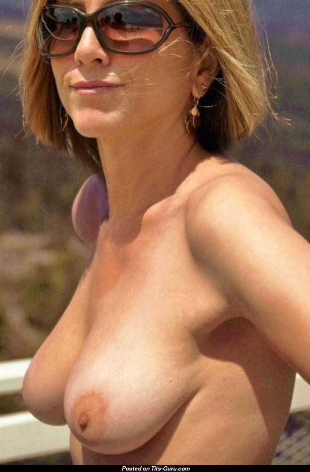 jennifer nude aniston boob