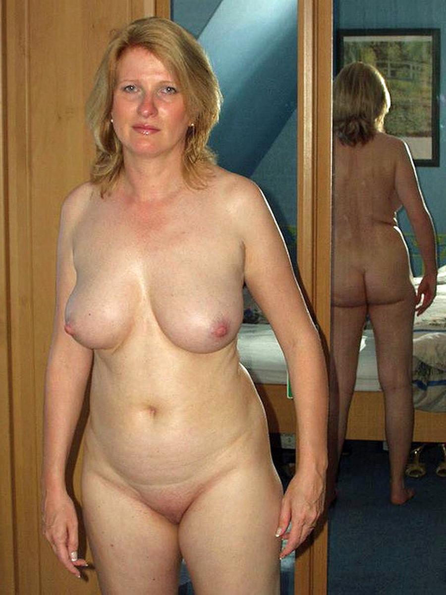 hot pics moms naked
