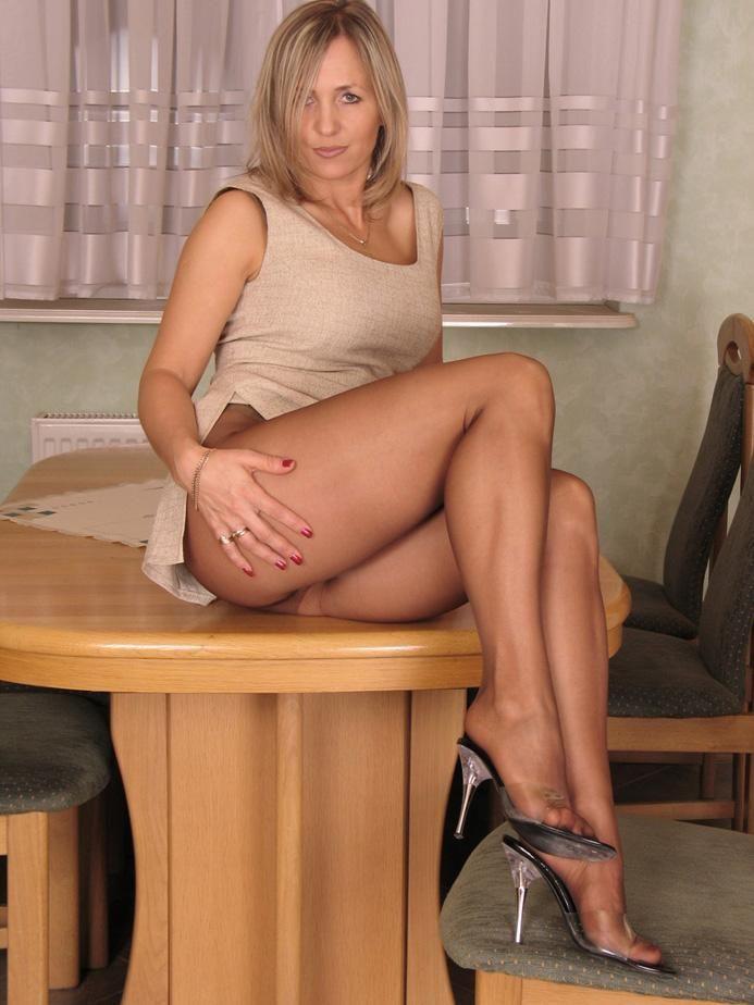 milf nice legs with