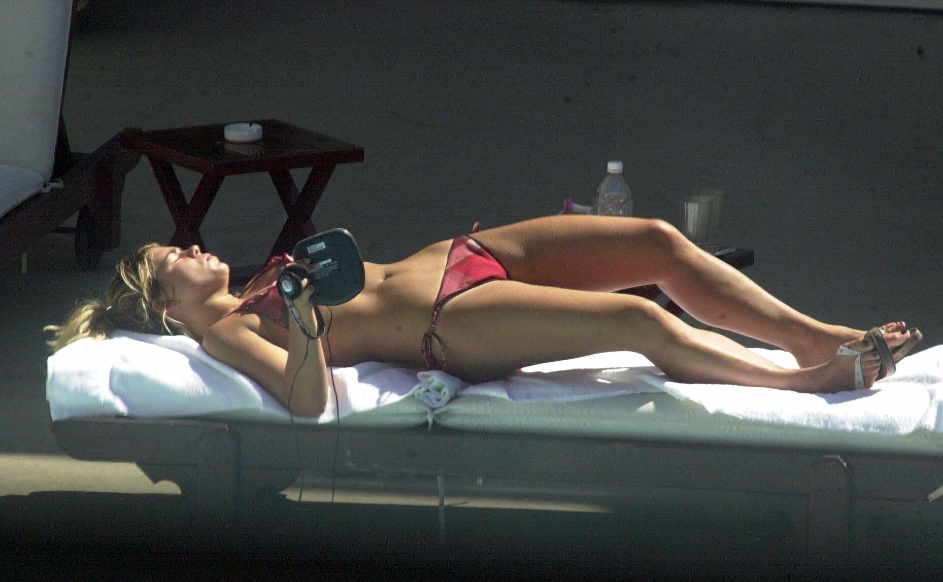 billie piper bikini